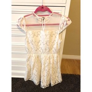 Forever 21 Short Sleeve Lace Dress